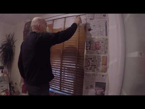 How to Spray Wooden Blinds