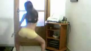 Calcinha escapando vestidinho sainha funk vulgar ninfetinha rebolando