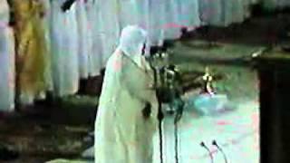 مقطع نادر و قديم  جدا جدا لأغرب صوت شهده الحرم المكي    الشيخ علي جابر رحمه الله