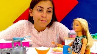 Видео для девочек - Бьюти день для Барби - Игры в куклы