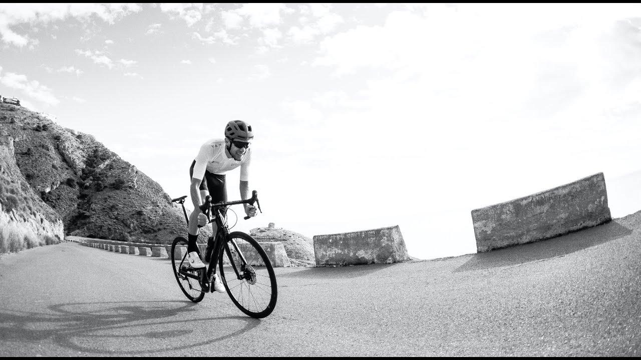Download EDR, the new road bike by Van Rysel.