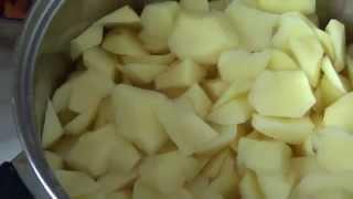 Тушеная картошка с мясом в мультиварке Поларис
