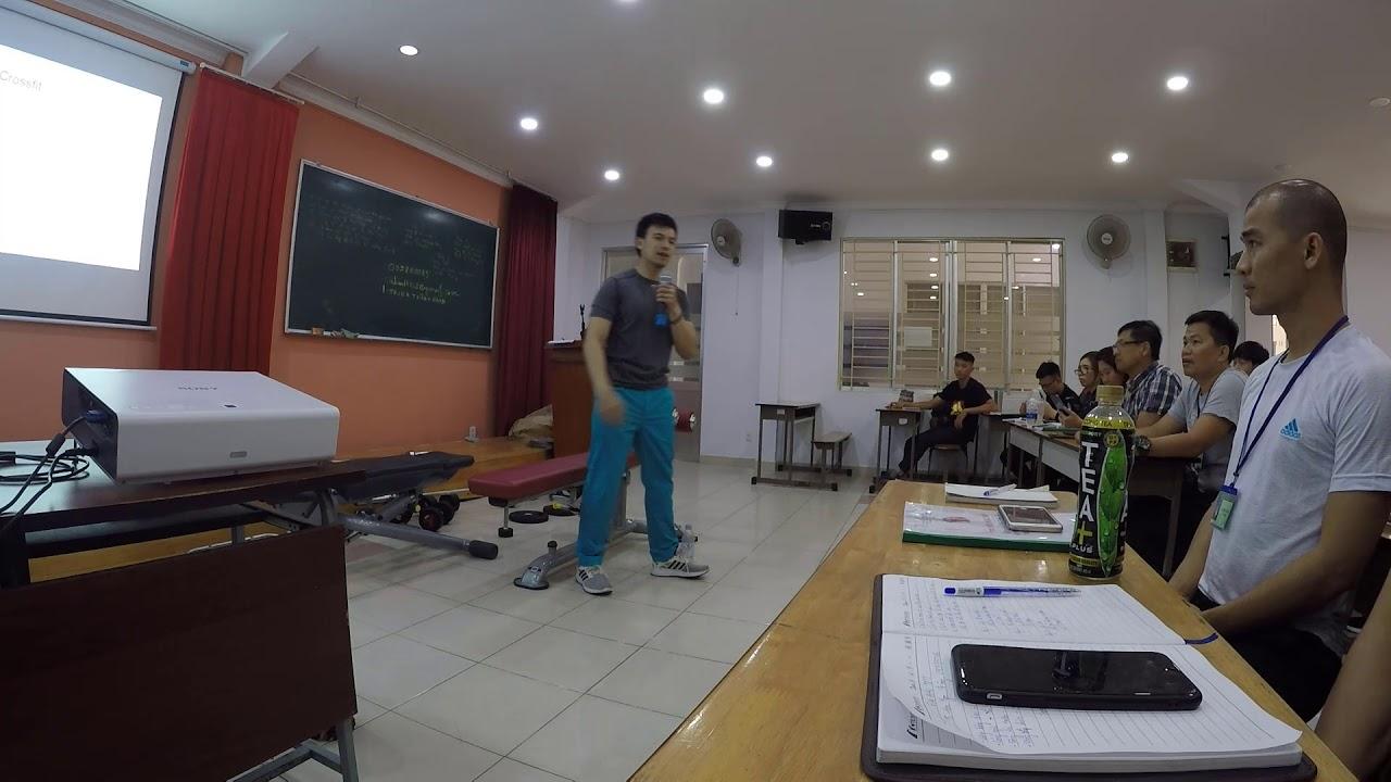 Huấn luyện viên Quang giảng dạy Phương pháp Huấn luyện cho học viên thể hình 1
