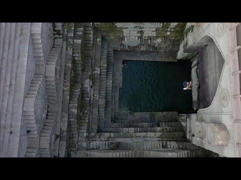 شاهد: القفز من علوّ شاهق للغطس في المياه الباردة  - نشر قبل 2 ساعة
