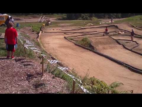 2WD Traxxas Slash racing against 4WD short course trucks