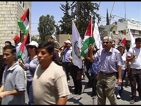 The demonstration in Bil'in, a Palestinian flags marched with music