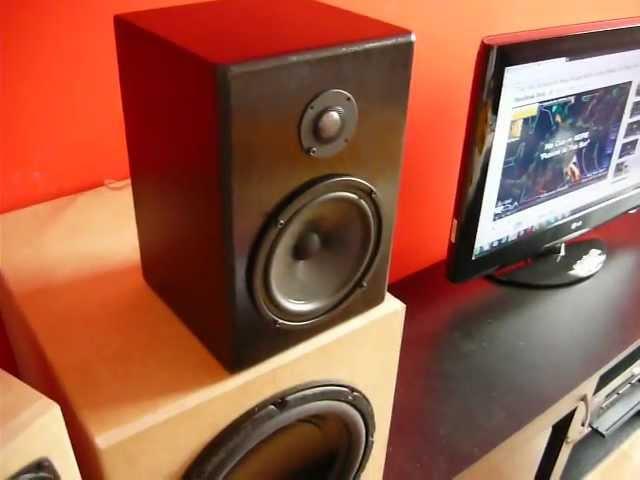 Monacor 2-way audio system bass test