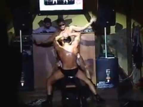 ролики где девушка танцует стриптиз для мужчины стонет