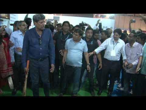 Kapil Dev Visits Rebound Sports and plays rebound cricket