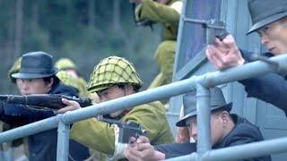 國軍小隊押送俘虜撤離,卻遭遇敵人前後夾擊,隊長急中生智,竟騙的對方窩裡鬥!
