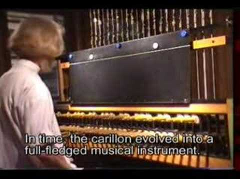 What is a carillon  编钟 ?