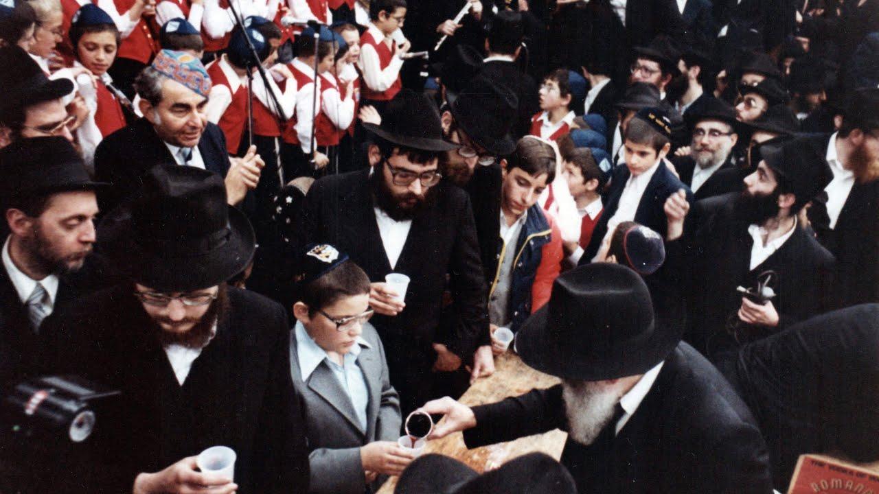 Children's Choir at Kos Shel Bracha | Motzei Simchas Torah, 5742