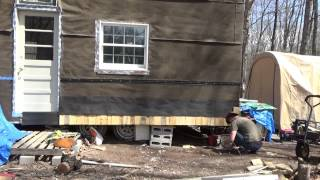 Putting Free Homemade Pallet Wood Shake Siding On My Tiny House