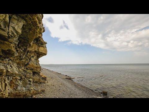 Анапа.  ШТОРМ центральный пляж. На пирсе  Ловлю волну 19.04.2017