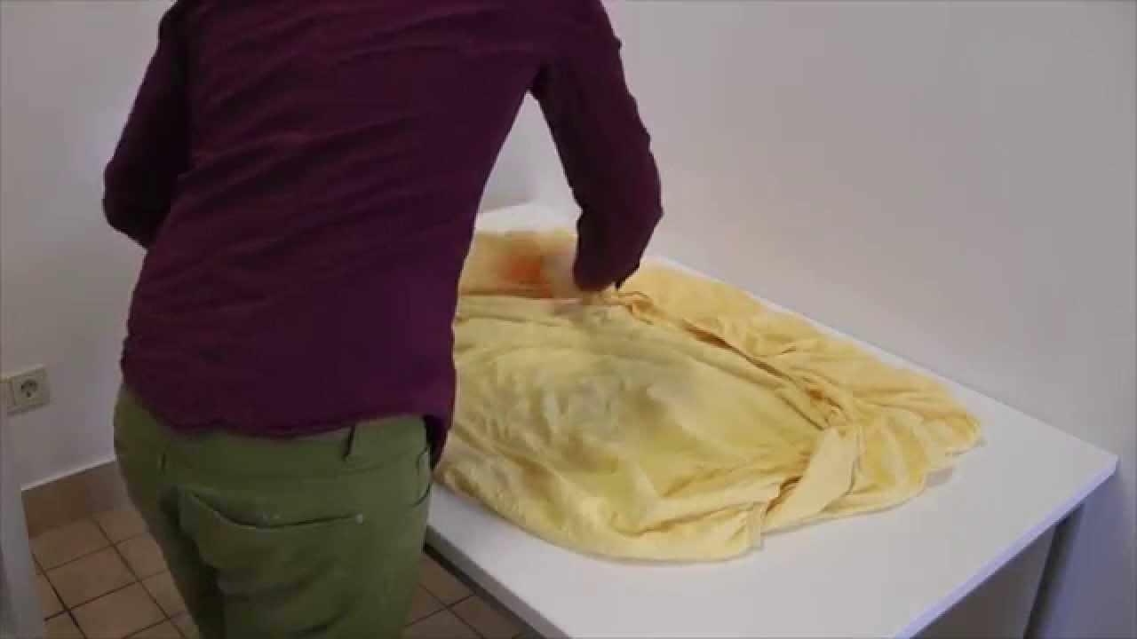 erkl rung spannbettlaken einfach sauber und ordentlich falten youtube. Black Bedroom Furniture Sets. Home Design Ideas