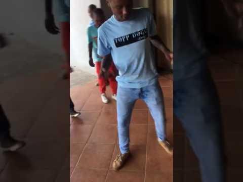 Deej Nqoobi with Kids of today on MINA NAWE (FUTSWETSA) CHALLENGE