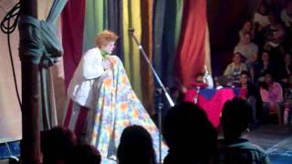 Performance do Palhaço Xuxu fazendo seu grande número de Hipnose e ...