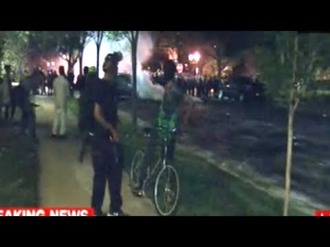 St Louis Police Use Tear Gas On Protesters After Rocks Used To Break Windows At Mayor's Home!