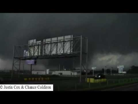 The first 10 minutes of the Moore EF5 Tornado (5/20/2013)