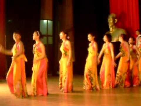 Múa Hãy đến với con người Việt Nam tôi