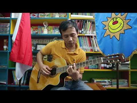 Solo Guitar Playing Wahyu Fajar Sanjaya-Surabaya Montessori School-MVI 3126-LUMAYAN