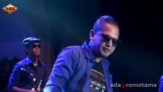 Video Tipe X   Mawar Hitam   Live Konser Cirebon 1 November 2014 download MP3, 3GP, MP4, WEBM, AVI, FLV Mei 2018