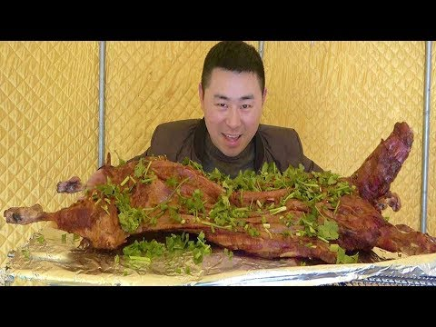 1000 yuan 16kg roast lamb, live lamb is roasted for 3 hours, eat directly by hand, cozy