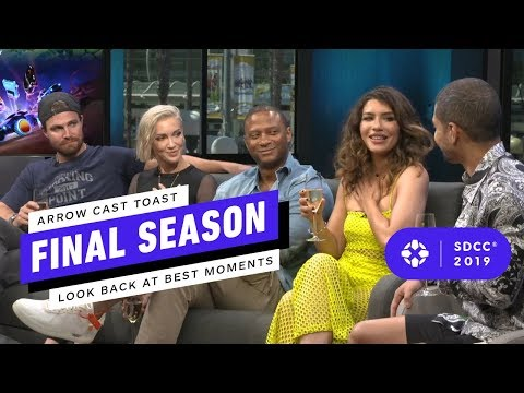 Arrow: Stephen Amell And Cast Rewatch Fans' Favorite Scenes - Comic Con 2019