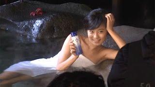 撮影風景公開!小島瑠璃子、赤ビキニの次はタオル1枚で入浴!「OXY化粧水」新CMメーキング動画