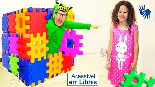 Valentina brincando com blocos de brinquedo mágicos 👋🏻 LIBRAS 👋