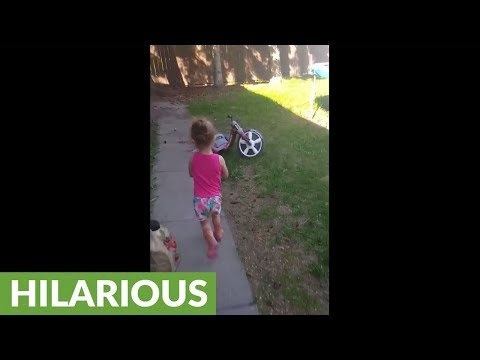 Little girl confuses plastic bag for ghost in backyard