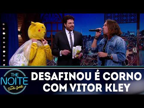 Desafio: Quem desafina é corno com Vitor Kley   The Noite (03/08/18)