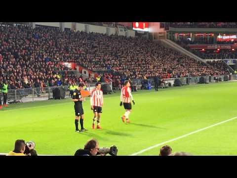 Afición del PSV le canta el Cielito Lindo : Goal Hirving Lozano (Chucky) : PSV-Vitesse : 23/12/2017