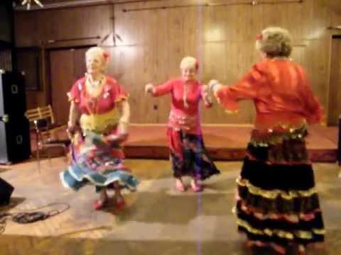 Esmeralda Roma tánccsoport és a közönség fergeteges tánca 0304 PS FMH