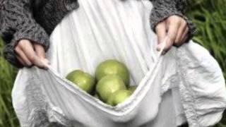 """""""Bir Kucak Elma"""" ALINTI - Seslendiren:Venhar SAĞIROĞLU"""