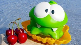 Om Nom. Toy's adventures - Toys on the beach.