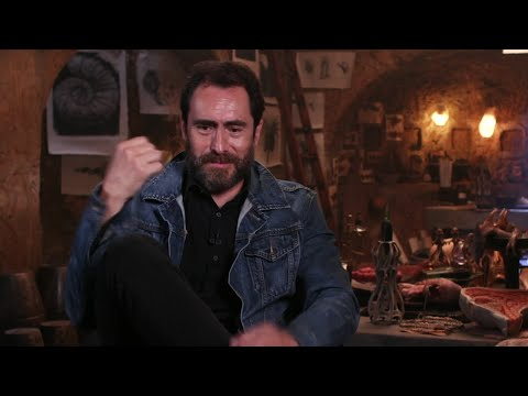 Demian Bichir's 6yearold daughter wants her own YouTube channel
