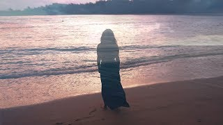 "Israel ""IZ"" Kamakawiwoʻole - White Sandy Beach of Hawaiʻi - Official 25th Anniversary Facing Future"