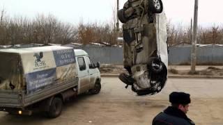 ДТП в Самаре: BMW упал в яму напротив Космопорта