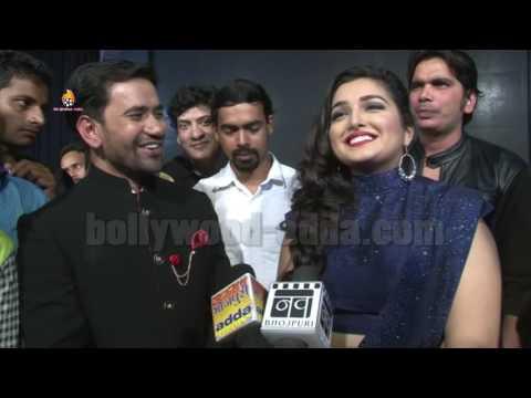 OMG: Amrapali Dubey & Dinesh Lal Yadav (Nirhua) Comedy FULL Masti !!!