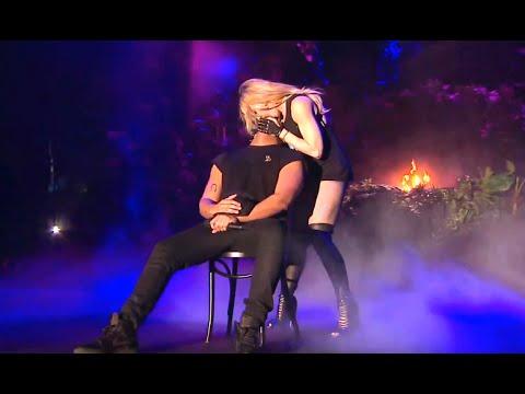 56 Yaşındaki Madonna Drake'i sahnede öpünce
