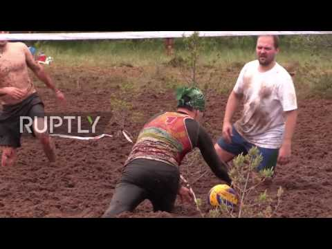 Russia: Play it dirty - swamp volleyball championship kicks off in Leningrad region