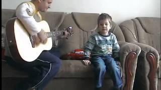 Малыш исполняет Воины Света
