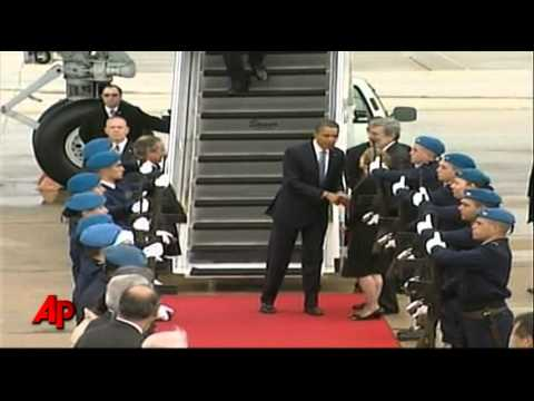 Raw Video: Obama's Wet Arrival in Portugal