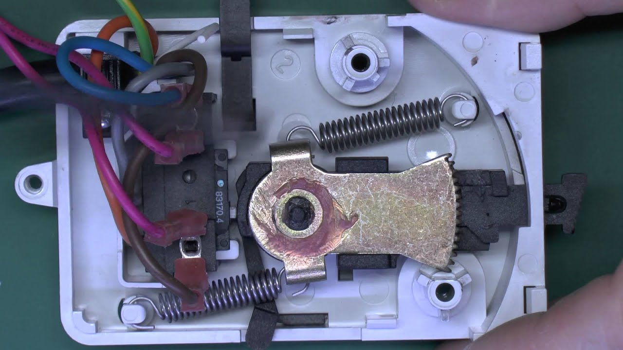 Inside a central heating zone valve actuator youtube inside a central heating zone valve actuator cheapraybanclubmaster Image collections
