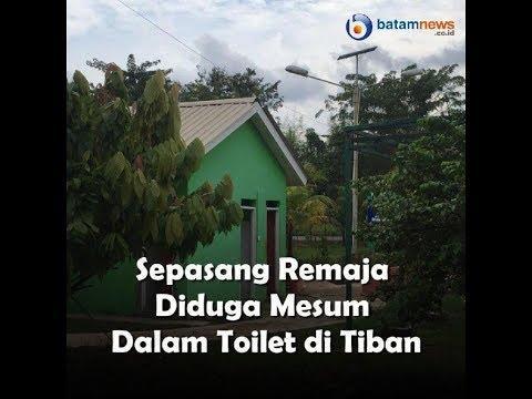 Sepasang Remaja Diduga Mesum Dalam Toilet Di Tiban