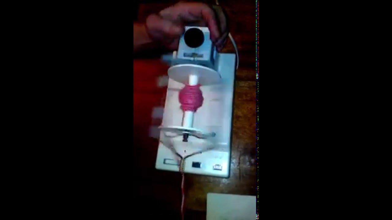 Прядение шерсти на прялке электрической - YouTube