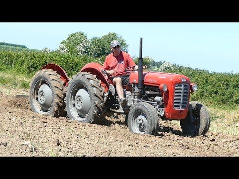 "Massey Ferguson 35 ""Double Butt"" Ploughing w/ 4-Furrow Ferguson Plough | Ferguson Days 2017"