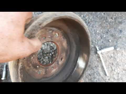 Как поменять заднии колодки на Nissan Almera Classic