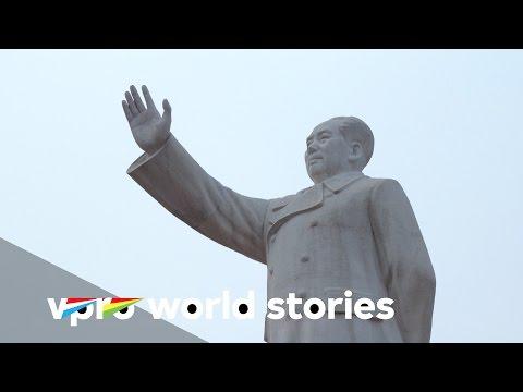 Along the banks of the Yangtze - E3/6 - On Mao